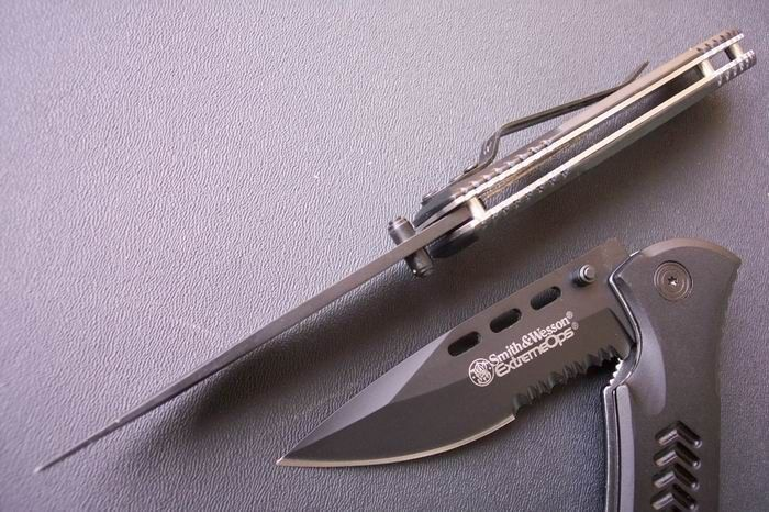 New Smith & Wesson sharp stainless steel Folding line lock knife with